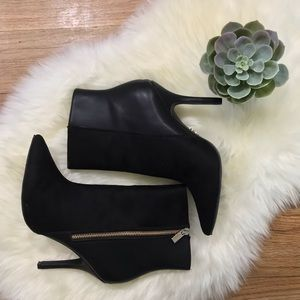 Jennifer Lopez Size 9.5 Black Booties